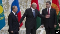 烏克蘭總統波羅申科(右)與俄羅斯總統普京(左)