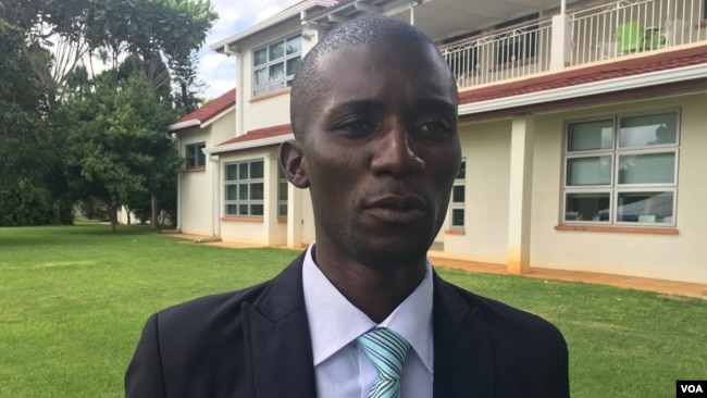 Knowledge Chikundi, the coordinator of the Africa Science Buskers Festival, says the program will go to other parts of the African continent. The festival was held in Harare, Zimbabwe, March 2017. (S. Mhofu/VOA)