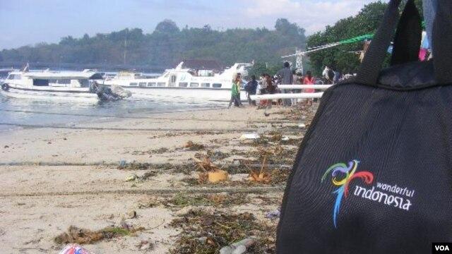 Sampah di Pelabuhan Padang Bay Karangasem-Bali (Foto: dok).