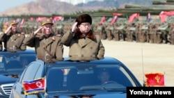 김정은 북한 국방위원회 제1위원장이 북한군의 훈련을 지휘했다고 조선중앙통신이 지난 25일 보도했다. (자료사진)