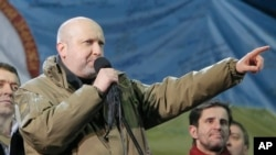 반정부 시위 현장에서 연설하는 올렉산드르 투르치노프 우크라이나 대통령 권한 대행