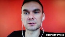 Аскольд Куров во время скайп-интервью. Photo: Oleg Sulkin