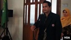 Ketua Umum IDI, Dr. Daeng Muhammad Faqih dalam diskusi membahas penyebab kematian petugas KPPS di Jakarta, Senin (13/5). (VOA/Fathiyah)