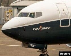 Kepala Administrasi Penerbangan Federal (FAA) Steve Dickson menghentikan pesawat Boeing 737 MAX setelah penerbangan evaluasi di Boeing Field di Seattle, Washington, AS, 30 September 2020.