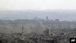 星期天敘利亞的拉塔基亞市濃煙滾滾。敘利亞政府的坦克和海軍艦只砲擊了這個城市。