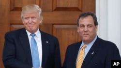 ڈونلڈ ٹرمپ کابینہ کے متوقع رکن کرس کرسٹی کے ساتھ۔ 20 نومبر 2016