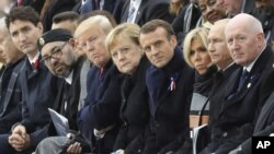 Trump atacó al presidente Emmanuel Macron por su invitación a crear una fuerza de defensa europea.