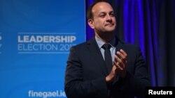 Leo Varadkar est sur scène après avoir remporté l'élection parlementaire à Dublin, Irland, le 2 juin 2017.