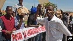 Dân từ miền bắc Mali đang sống trong thủ đô Bamako kêu gọi giải phóng miền bắc đang bị quân nổi loạn chiếm cứ