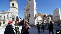 31일 이탈리아 중부 노르차의 성 베네딕토 대성당이 지진으로 붕괴됐다.