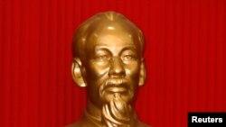 Tượng ông Hồ Chí Minh