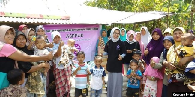 Bantuan kebutuhan anak dan ibu hamil di desa Tegal Maja Kab.Lombok Utara (foto: courtesy).
