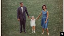 Джон, Джеки и Кэролайн. Кейп-Код. Лето 1960 г. Courtesy: Estate of Jacques Lowe/JFK Hyannis Museum