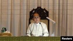 Tổng thống Miến Điện Thein Sein phát biểu trong một cuộc họp với các đại diện từ các tổ chức xã hội dân sự tại Yangon, ngày 20/1/2013.