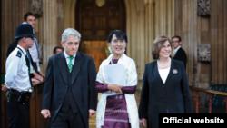ၿဗိတိန္ပါလီမန္ကို ေဒၚေအာင္ဆန္းစုၾကည္ေရာက္ရွိစဥ္ (၂၀၁၂ခုနွစ္ ဇြန္လ ၂၁ ရက္) ဓါတ္ပံု- UK Parliament Website
