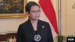 Menteri Luar Negeri Indonesia Retno Marsudi Retno Marsudi (VOA/Fathiyah). Retno Marsudi menegaskan pemerintah akan memprioritaskan keselamatan kesepuluh sandera Indonesia di Filipina.