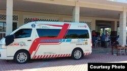 Mobil PCR BNPB sedang melayani tes swab di Gelora Pancasila, Surabaya (foto: Humas Pemkot Surabaya).