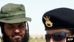 Chiến binh phe nổi dậy tại một trạm kiểm soát bên ngoài Bani Walid, Libya, 4/9/2011