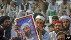 2일 빈라덴 사망 1주년을 맞이하여 반미 시위를 벌인 파키스탄인들.