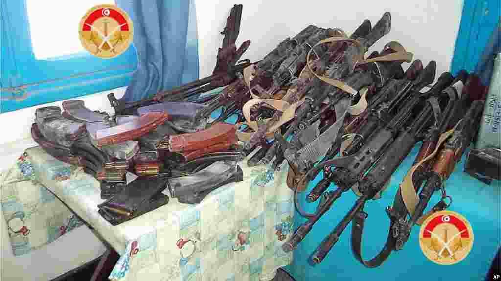 Desarmes saisies par les forces tunisiennes dans la ville de Ben Guerdane.