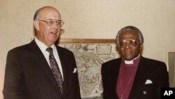 1986年7月21日,南非总统博塔 (P.W. Botha,左)和黑人主教图图会谈了将近两小时