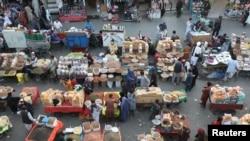 Suasana pasar di Kabul, Afghanistan, 12 Juli 2021. (REUTERS/Omar Sobhani)