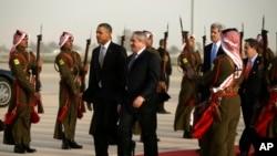 عمان کے ہوائی اڈے پر اردن کے وزیرخارجہ نے صدر کا استقبال کیا۔