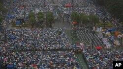 Hàng trăm ngàn dân Hong Kong tham gia biểu tình đòi dân chủ 1/7/13