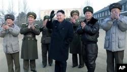 조선인민군 공군 부대를 시찰하는 김정은 부위원장 (자료사진)