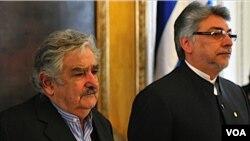 Mujica realiza su primera visita oficial a Paraguay, en la que firmó acuerdos de cooperación con su par, Fernando Lugo.