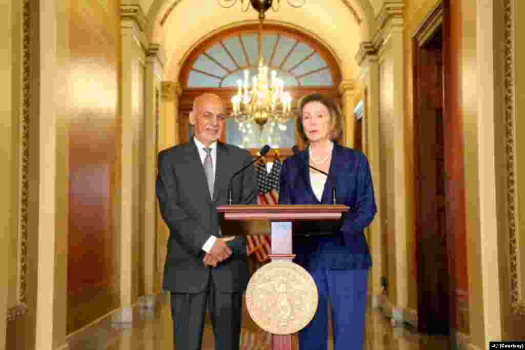 در نخستین دیدار روز دوم و آخر سفر آقای غنی به امریکا، وی با ننسی پلوسی، رییس مجلس نمایندگان ایالات متحده دیدار کرد