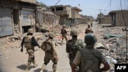 حکام کے مطابق دتہ خیل میں ہونے والی جھڑپ میں 4 اہلکار اور 7 دہشت گرد ہلاک ہوئے جب کہ میر علی میں سیکیورٹی ادارے کا ایک نوجوان اور ایک عسکریت پسند مارے گئے۔ (فائل فوٹو)