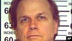 En esta foto, provista por el Departamento estatal de correccionales de Nueva York a la agencia AP este 15 de mayo de 2012, muestra a Mark David Chapman en la Correccional Wende en Alden, NY. A Chapman, quien mató a John Lennon en 1980, se le negó la libe