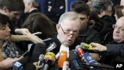 Continental Lawyer Olivier Metzner delivers a statement to the medias after the conclusion of the Air France Concorde crash court case in Pontoise, north of Paris, 06 Dec 2010