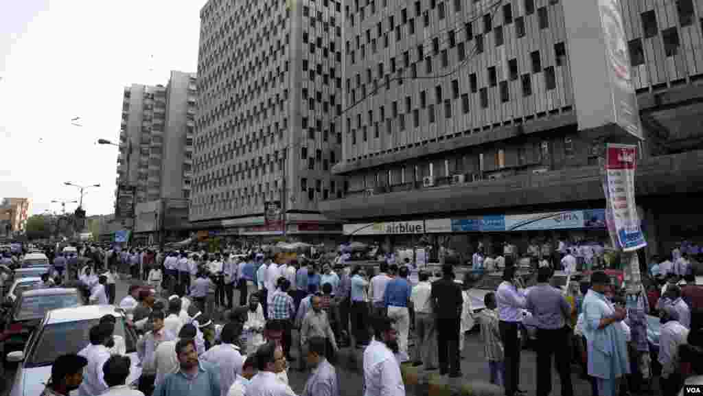 People evacuate buildings after a major earthquake hit Karachi, Pakistan, Tuesday, April 16, 2013. A major earthquake described as the strongest to hit Iran in more than half a century flatted homes and offices Tuesday near Iran's border with Pakistan.