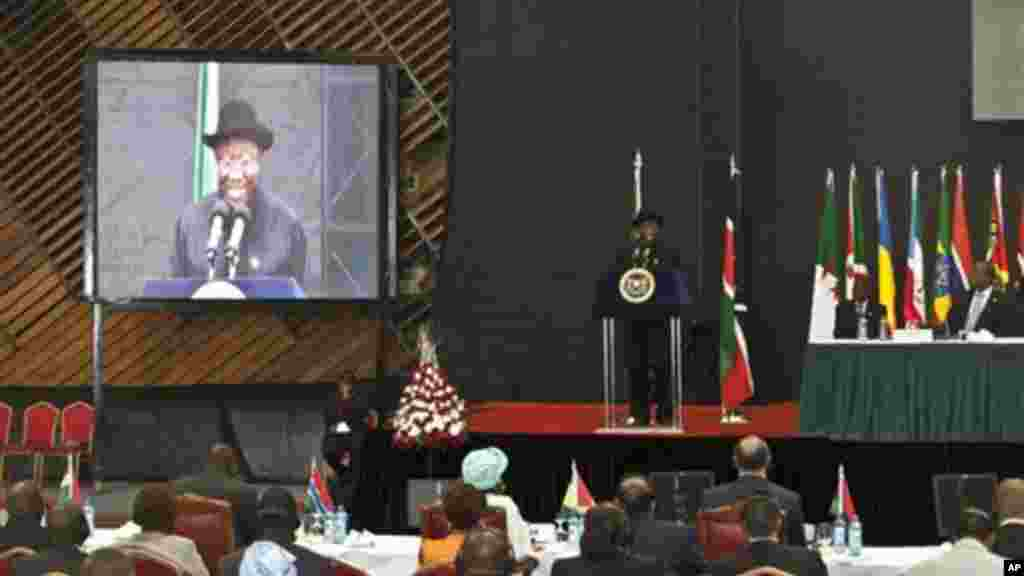 Rais wa Nigeria, Dr. Goodluck Ebele Jonathan, wakati wa hotuba yake katika mkutano wa AU, Nairobi, Kenya.