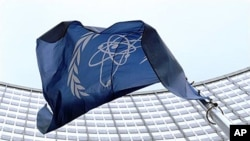 Cờ của Cơ quan Nguyên tử năng Quốc tế IAEA.