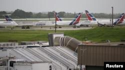 쿠바 아바나 공항에 국영 '쿠바나' 여객기들이 계류 중이다.