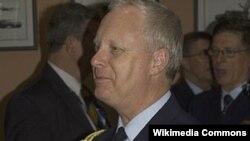 Phó Tư lệnh Lực lượng Quốc phòng Australia, Trung tướng Mark Binskin tới thăm Việt Nam từ ngày 12 đến 15 tháng 13, 2013
