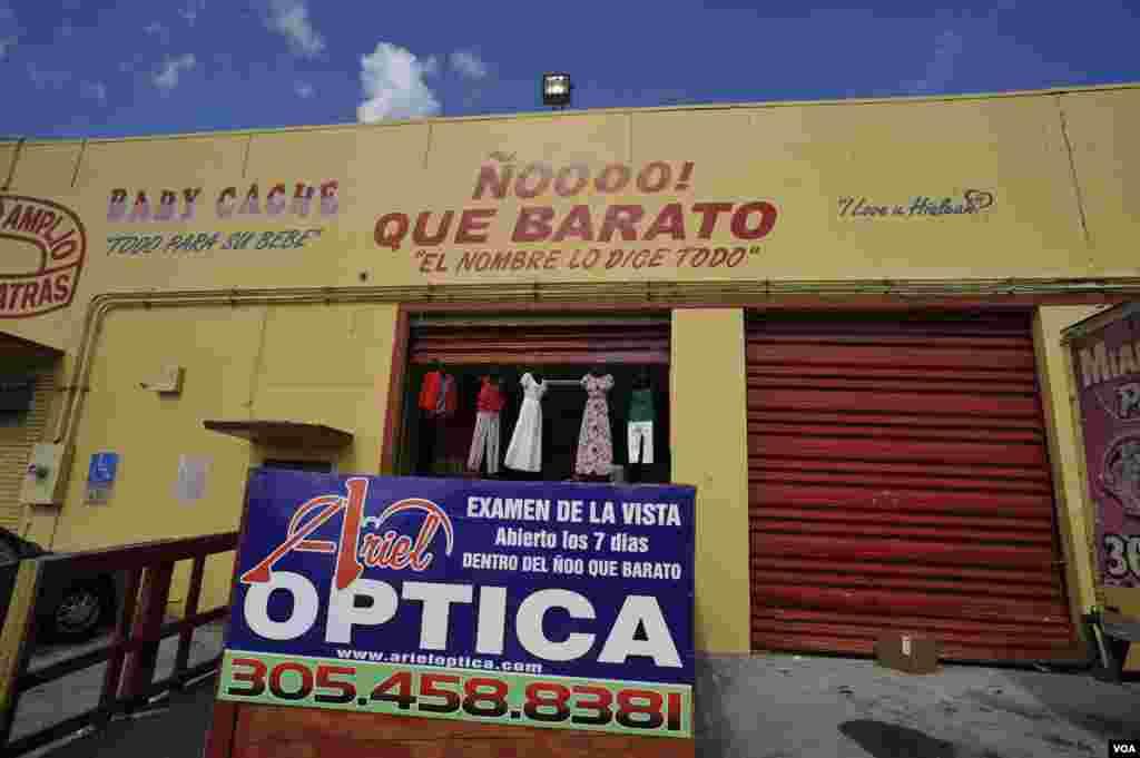 La tienda ¡Ño que barato! fue abierta en Hialeah, Miami, en la década de 1990. Sus primeros clientes fueron los exiliados cubanos que llegaban por mar en precarias embarcaciones y buscaban objetos de primera necesidad para sus familiares que en Cuba.