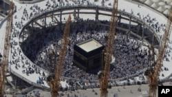 Jemaah haji mengelilingi Kabah di Mekah, Arab Saudi. (Foto: Dok)