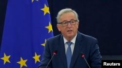 ປະທານຄະນະກຳມາທິການຢູໂຣບ ທ່ານ Jean-Claude Juncker ຖະແຫລງຢູ່ສະພາຢູໂຣບ ລະຫວ່າງການໂຕ້ວາທີ ຖານະສະຫະພາບຢູໂຣບ ທີ່ເມືອງ Strasbourg ປະເທດຝຣັ່ງ.