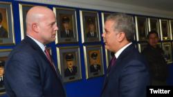 El fiscal general interino, Matthew Whitaker, izquierda, y el presidente de Colombia, Iván Duque, se reunieron el jueves en Bogotá.