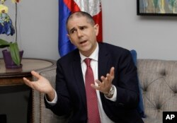 U.S. Assistant Secretary of State for Consular Affairs Carl C. Risch gestures during a news conference in Phnom Penh, Cambodia, Feb. 9, 2018. Rich was in Cambodia to talk with senior government officials about resuming the repatriation of convicted Cambod