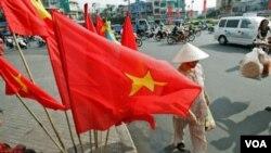 越南慶祝越戰結束30周年,在胡志明市(前西貢)懸掛國旗。(資料照片)