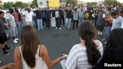 Durante la protesta del martes en la noche, 24 personas fueron detenidas, entre ellas cuatro menores de edad.