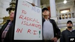 Người dân Mỹ trong một cuộc tuần hành chống tiếp nhận người tị nạn Syria vào bang Rhode Island ngày 19/11/2015.