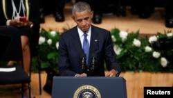 Tổng thống Hoa Kỳ Barack Obama phát biểu trong lễ tưởng niệm sau vụ xả súng vào cảnh sát ở Dallas, Texas, ngày 12 tháng 7 năm 2016.