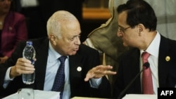 Arab League Secretary General Nabil al-Arabi (L) and Lebanese Foreign Affairs Minister Adnan Mansur (R) talk during the opening session of the Arab foreign minister meeting in Cairo, March 6, 2013.