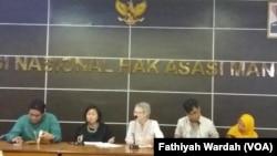 Direktur Institute for Policy Analysis of Conflict Sidney Jones dalam diskusi di kantor Komisi Nasional Hak Asasi Manusia di Jakarta, Kamis (24/5) (foto: VOA/Fathiyah Wardah)